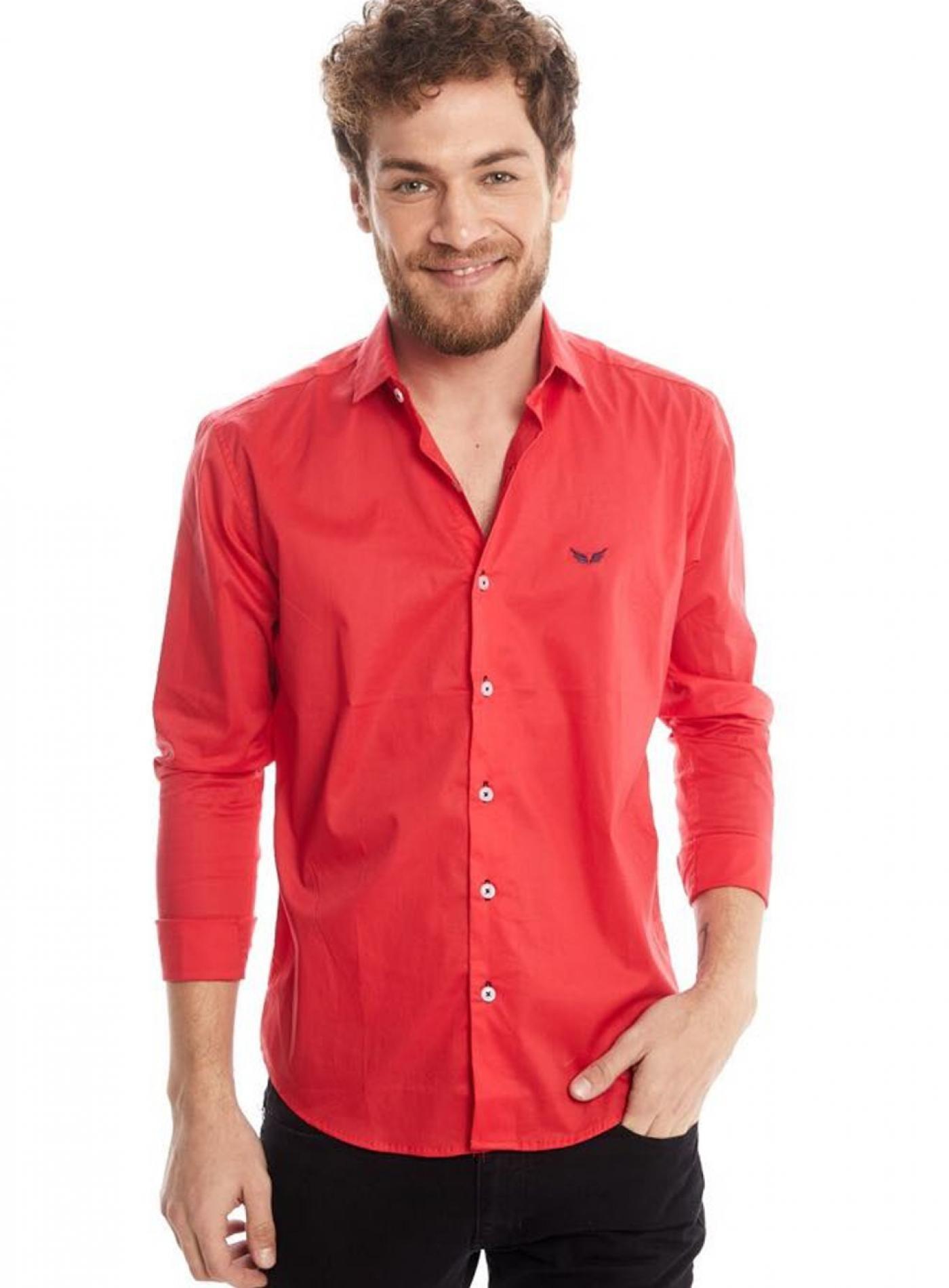 Camisa Roja Outside Tokyo